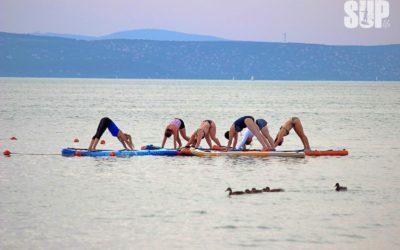 Napüdvözlet a Balaton közepén – ilyen volt életem első SUP yogája